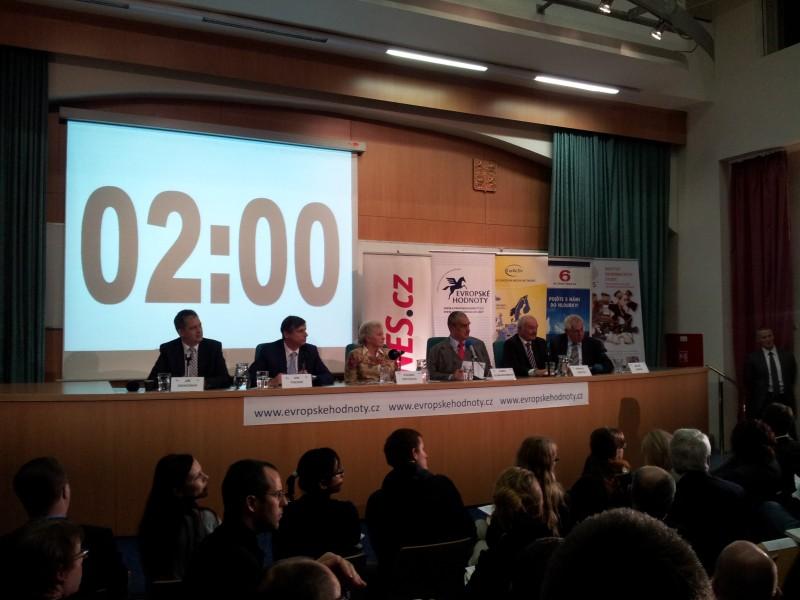Online debata kandidátů na prezidenta o evropské vizi