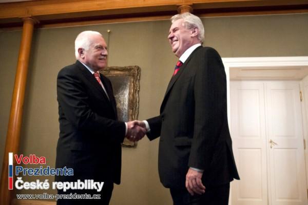 Na hradě se setkal současný a budoucí prezident